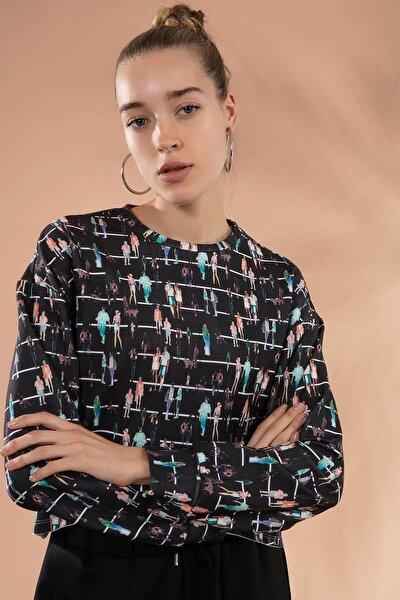 Kadın Siyah Baskılı Uzun Kollu Crop Sweatshirt P20W-4422