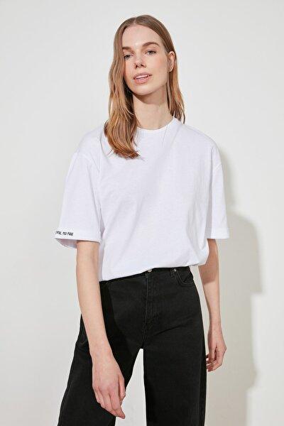 Beyaz Katlama Kollu Loose Örme T-Shirt TWOSS20TS0120