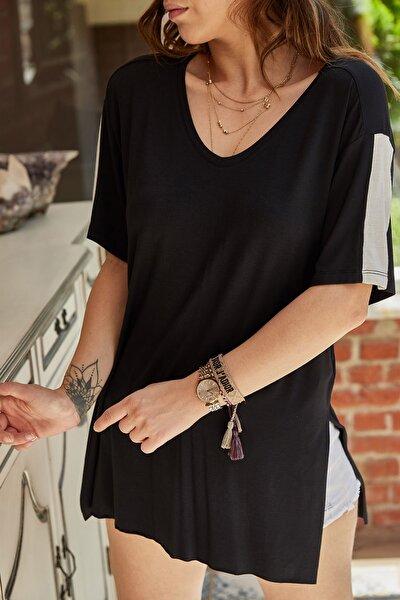 Kadın Siyah Yırtmaç Detaylı T-Shirt 9YXK2-41434-02