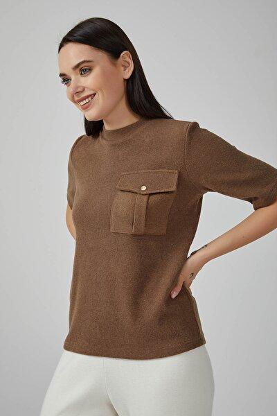 Kadın Kahverengi Yuvarlak Yakalı Önü Cepli Triko Bluz 20KG009009