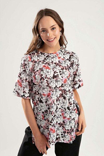 Kadın Beyaz Duble Kol Yanı Yırtmaçlı Çiçekli Tişört Tişört PTTY20S-4234
