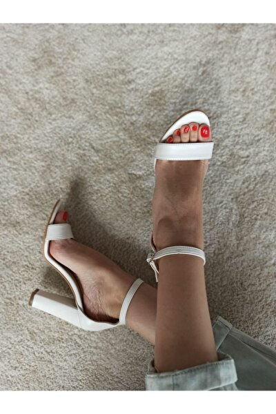 Kadın Beyaz Kalın Topuk Tek Bantlı Ayakkabı