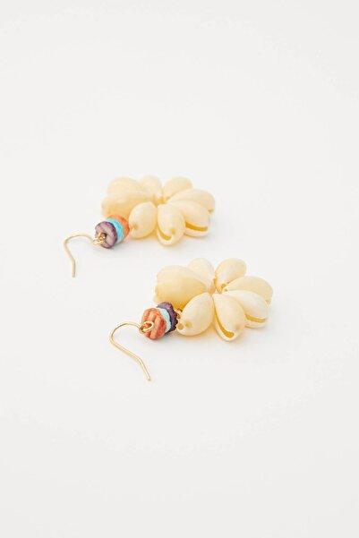 Kadın Altın Rengi Denik Kabuklu Çiçek Küpe 05992323