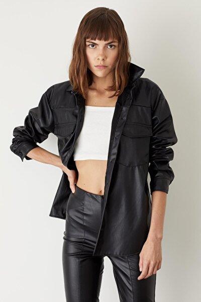 Kadın Siyah Deri Görünümlü Oversize Gömlek