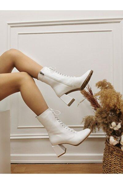 Kadın Beyaz Deri Topuklu Bağcıklı Bot