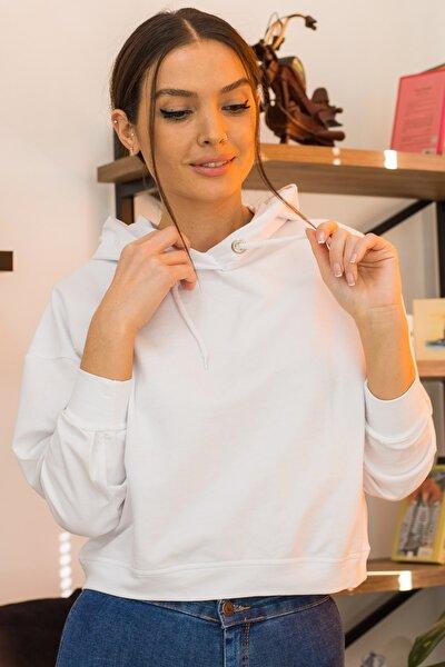 Kadın Beyaz Kapüşonlu Salaş Sweatshirt ARM-21K042013