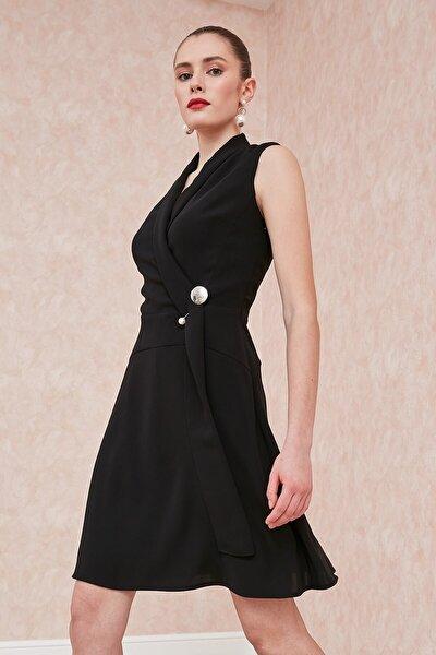 Elbise-şal Yaka, Sol Beden Üstü Inci Broş Detaylı, Evaze Kolsuz