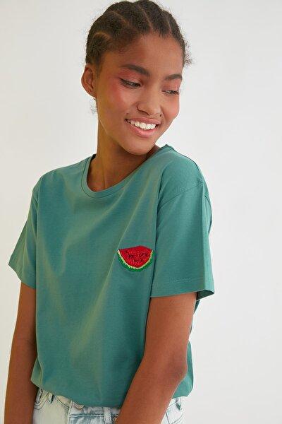 Yeşil Semifitted Nakışlı Örme T-Shirt TWOSS21TS0338
