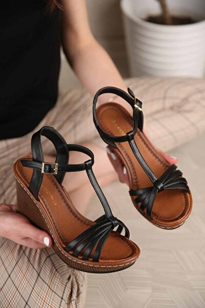 Kadın Siyah Cilt Çapraz Biyeli Dolgu Topuklu Sandalet