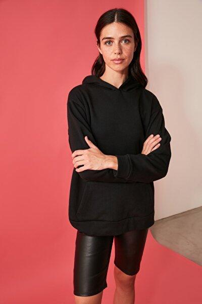 Siyah Baskılı Kapüşonlu Örme Sweatshirt TWOAW21SW1734