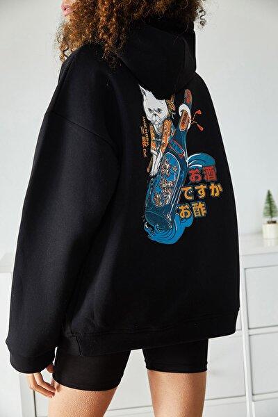 Kadın Siyah Sırtı Baskılı Kapüşonlu Polarlı Kışlık Oversize Sweatshirt 1KZK8-11107-02