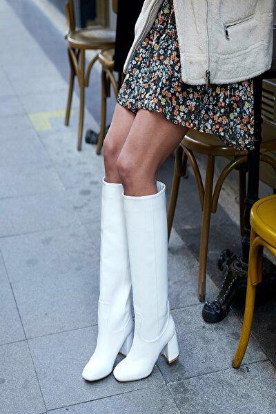 Kadın Beyaz 5cm Topuklu Diz Altı Küt Burun Çizme