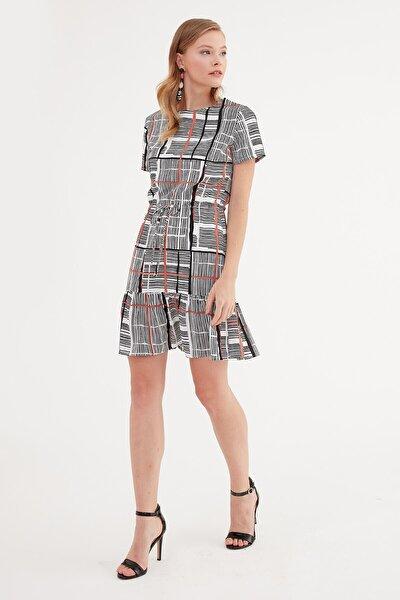 Elbise- Sıfır Yaka, Belden Büzgü Ve Bağcık Detaylı, Etek Altı Volanlı, Kısa Kol