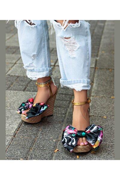 Kadın Gold Fiyonklu Dolgu Topuk Sandalet