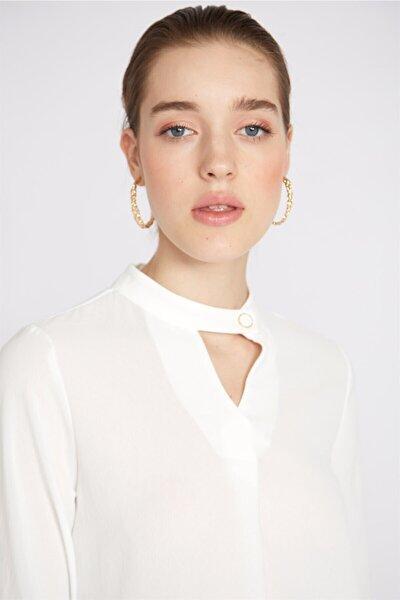Yakası Düğmeli Bluz