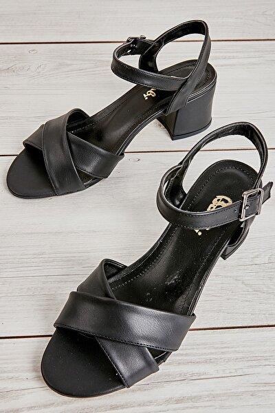 Siyah Kadın Klasik Topuklu Ayakkabı L0501522409