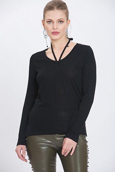 Kadın Siyah Boyundan Bağlamalı Örme Bluz
