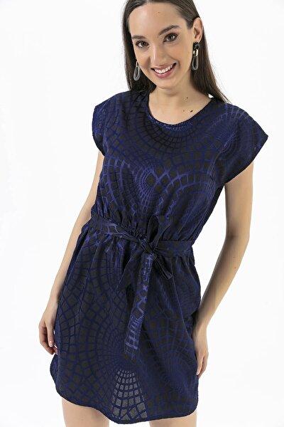 Beli Lastikli Kuşaklı Geometrik Desen Elbise Lacivert
