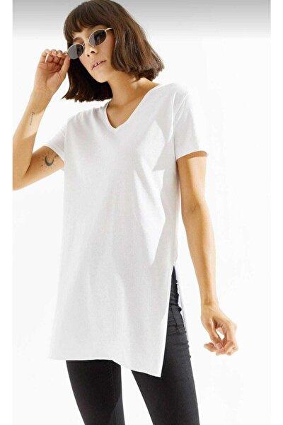 Kadın V Yaka Yandan Yırtmaçlı T-shirt