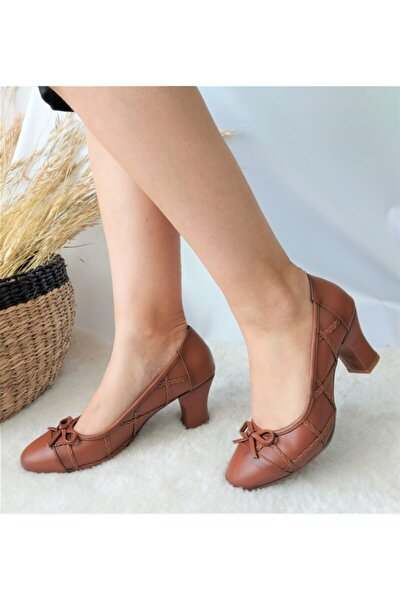 Fiyonk Detaylı Topuklu Ayakkabı