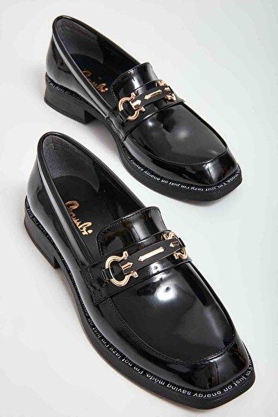 Siyah Rugan Kadın Klasik Ayakkabı M0628112098
