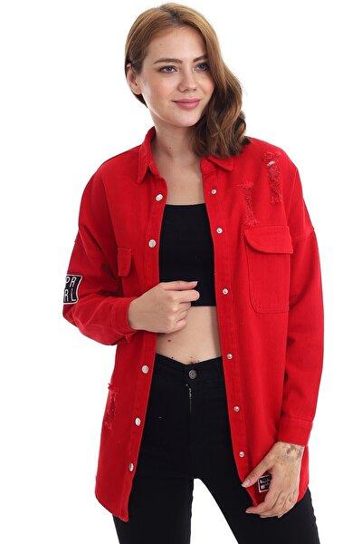 Kadın Kırmızı Yakalı Yırtıklı Armalı Çıtçıt Düğmeli Ceket
