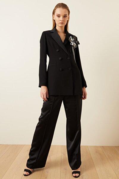 Kadın Siyah Omuzu Broşlu Saten Detaylı Ceket
