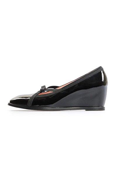 Siyah Rugan Bant Detaylı Günlük Ayakkabı