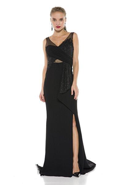 Siyah Sırt Ve Bacak Dekolteli Sırt Detaylı Uzun Abiye Elbise