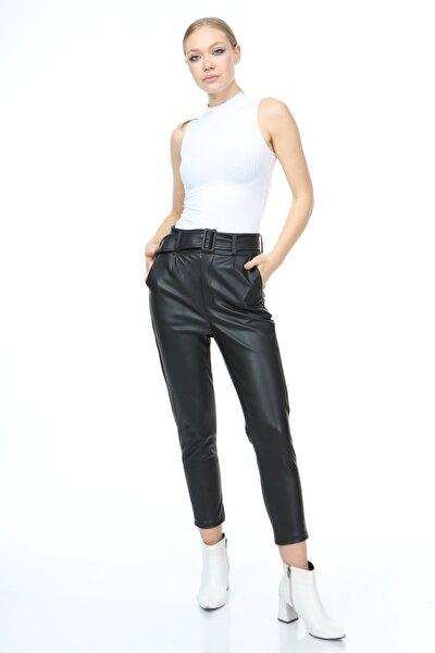 Kadın Siyah Kemerli Suni Deri Pantolon