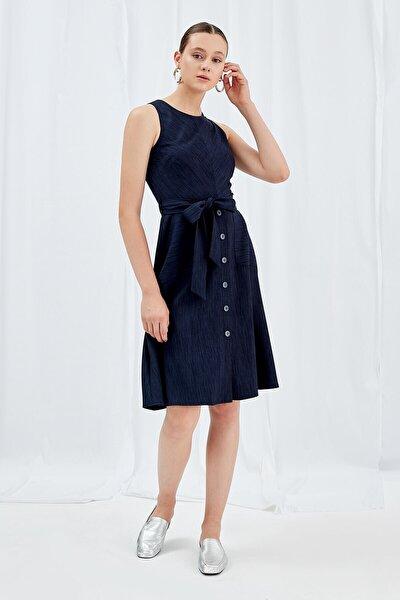 Elbise Sıfır Yaka, Bel Kesit Altı Düğme Detaylı, Belden Kuşaklı, Kolsuz