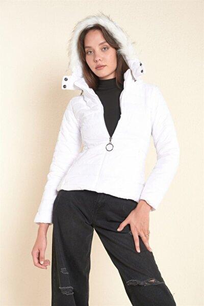 Kadın Beyaz Kapşonlu Şişme Mont