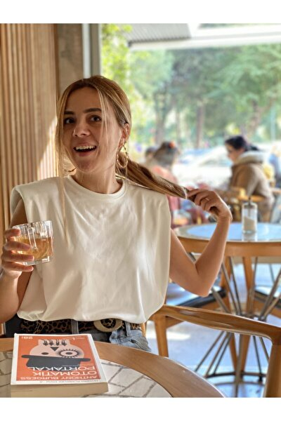Vatkalı Beyaz Lucy Basic Bluz