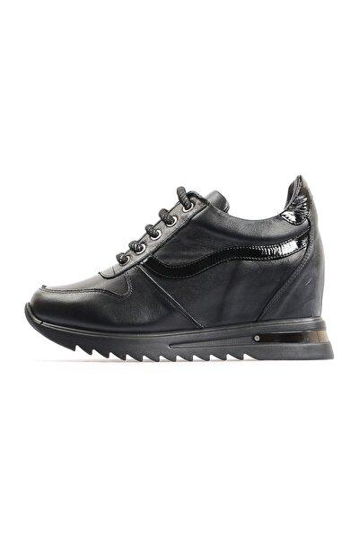 Siyah Dolgu Topuk Spor Ayakkabı