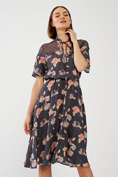 Kadın Gri Dantelli Jakarlı Elbise