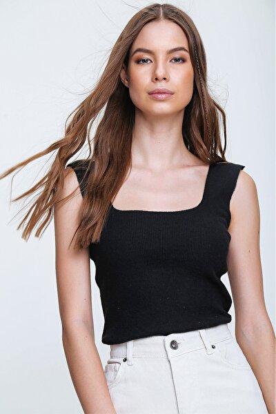 Kadın Siyah Kare Yaka Kaşkorse Bluz ALC-X6017