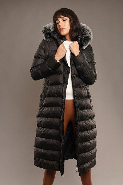 Kadın  Siyah Kapşon  Uzun Şişme  Mont