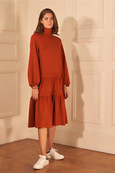 Kadın Tarçın Dik Yaka Büzgülü Elbise