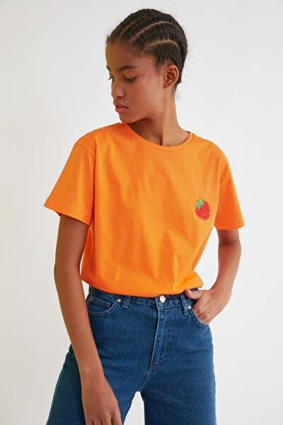 Turuncu Semifitted Nakışlı Örme T-Shirt TWOSS21TS0338