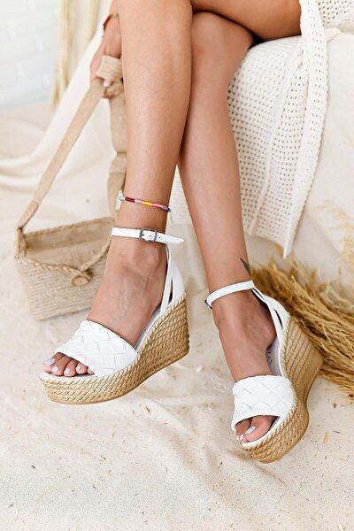 Kadın Beyaz Örgü Bantlı Dolgu Topuklu Sandalet