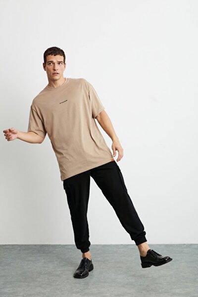 RIVER Erkek Bej Önü Yazı Nakışlı Kısa Kollu Oversize T-Shirt