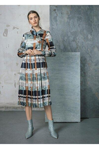 Fular Yakalı Desenli Saten Elbise