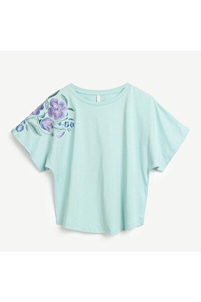 Kadın Yeşil Nakış Detaylı T-shirt