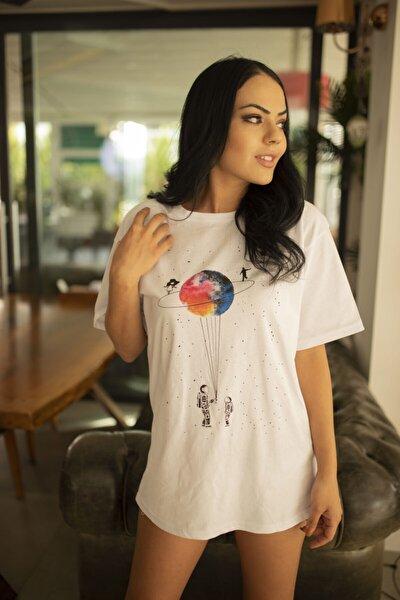 Kadın Beyaz Satürn Basklı Oversize Tshirt
