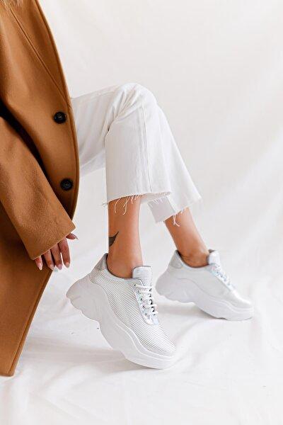 Kadın Beyaz Gümüş Çizgi Desenli Bağcıklı Kalın Tabanlı Sneakers