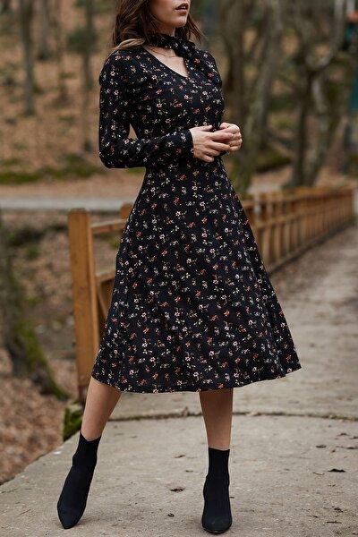 Kadın Siyah Yakası Bağlamalı Çiçek Desenli Elbise 9YXK6-41728-02