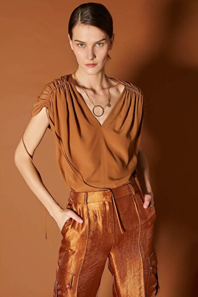 Kadın Kahverengi Büzgülü Bluz IS1200006236053