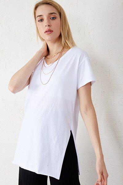 Kadın Beyaz V Yaka Kısa Kol Yırtmaçlı T-Shirt Int-0700-2104-2