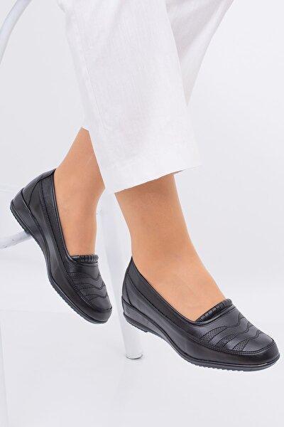 Kadın Siyah Önü Desenli Hakiki Deri Ayakkabı