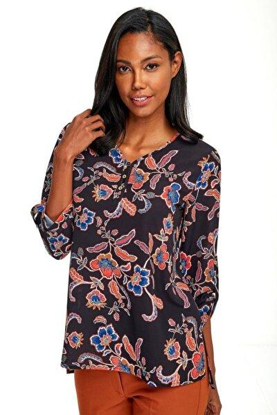 Kadın Siyah Yakası Düğmeli Kolları Apoletli Desenli Bluz 020-3009